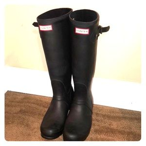 Hunter(ess) wide calf rain boots